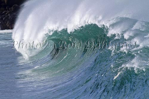 Close-up of wave breaking on the north shore of Oahu, Hawaii Photo Stock Photo Print