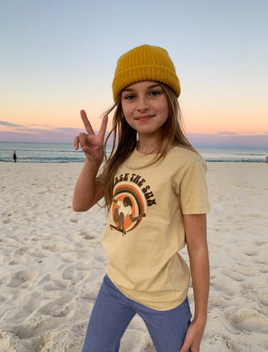 SUEDE DAZE KIDS Chase the Sun  TEE - Tan