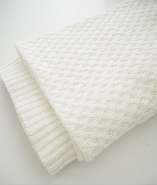 Snuggle Hunny White Diamond Knit Blanket