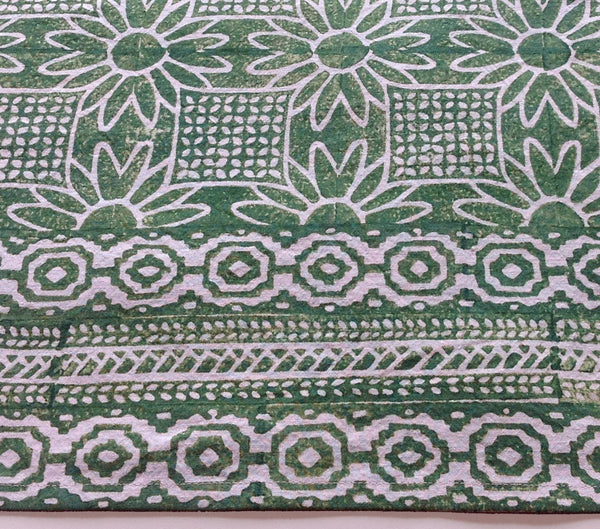 Elf Leg Green Daisy Tile tablecloth