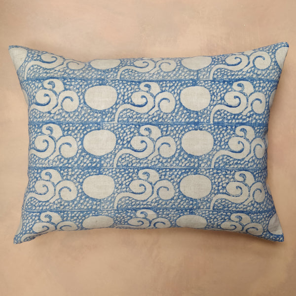 China blue, Closed Chinese cloud cushion.