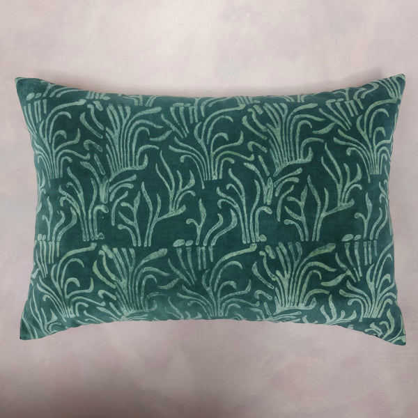 Very large velvet seaweed discharge cushion