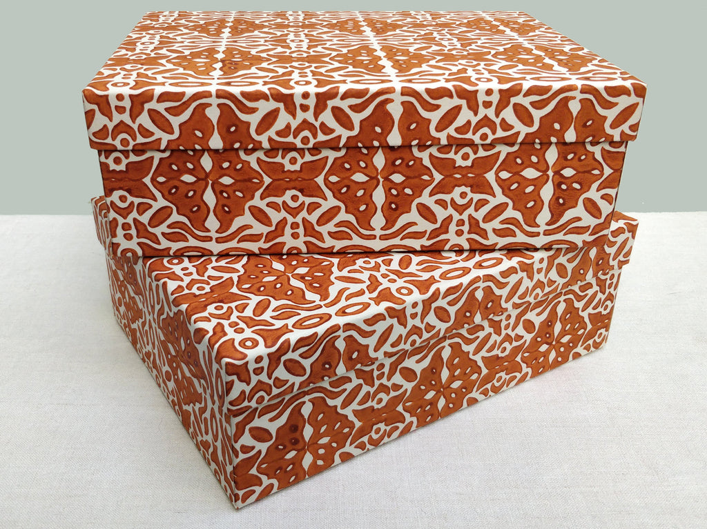 A4 Khan, Burnt orange box
