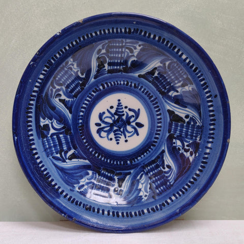 B&W Faience charger