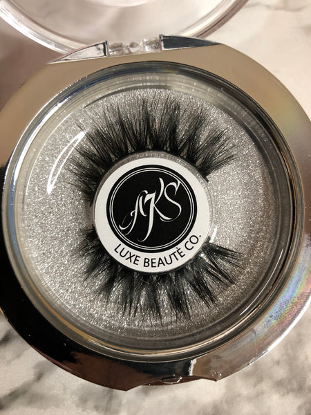TOO LUXE LASH