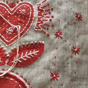Christmas Table Runner: Hearts & Flowers