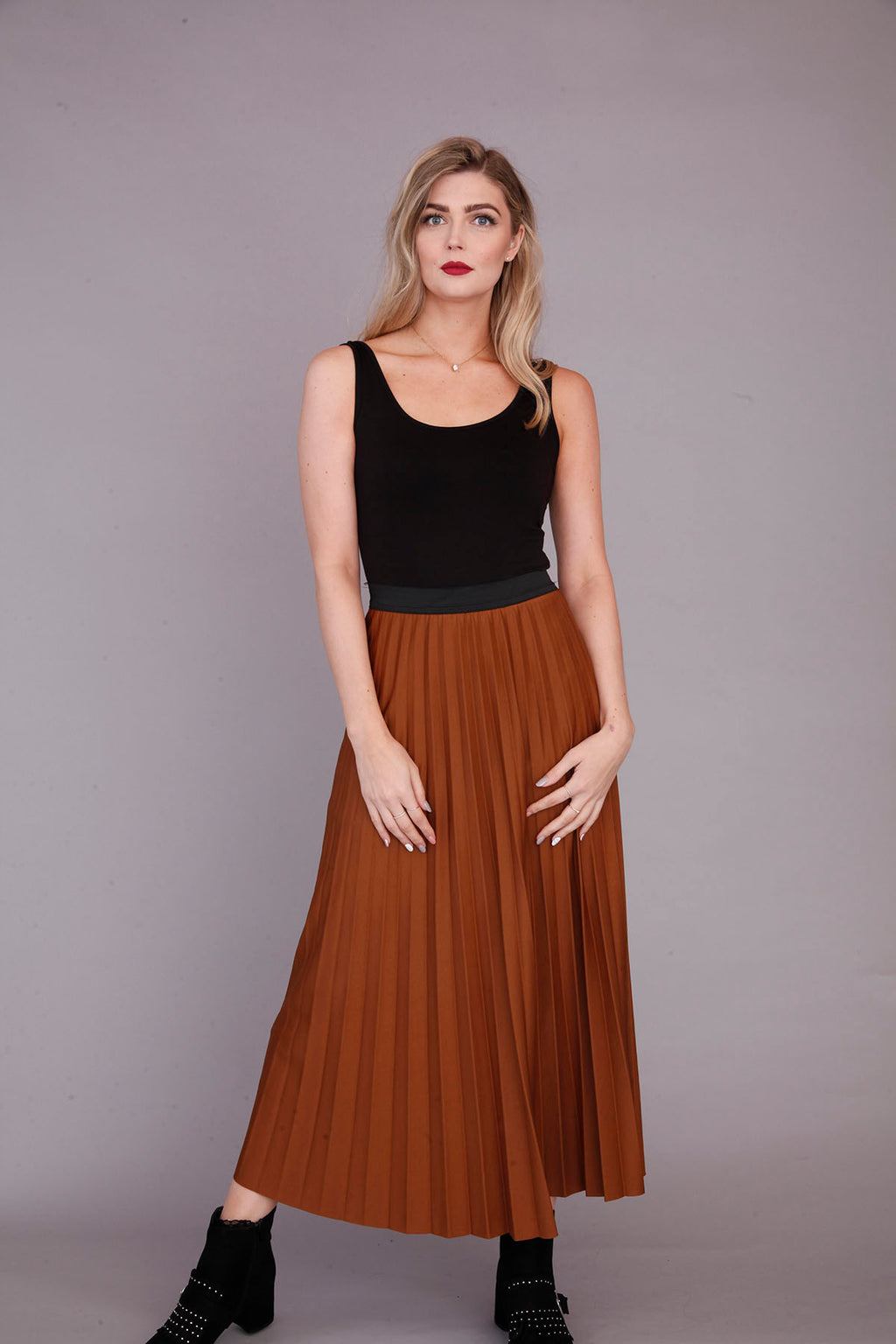 tan pleated skirt