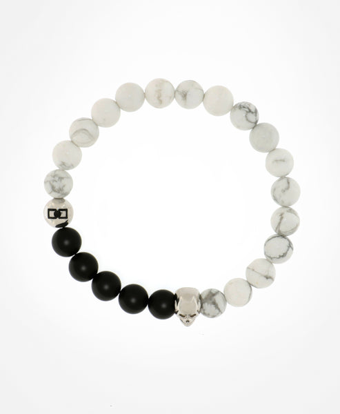 MARBLE INSPIRED BLACK AND WHITE BEADED BRACELET WITH SILVER SKULL