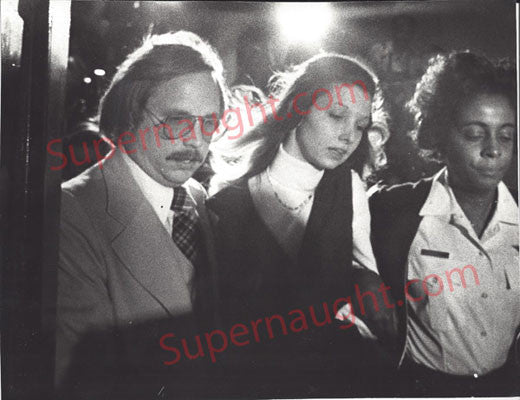 Patricia Columbo female killer 1977 press photo - Supernaught True Crime Collectibles - 1