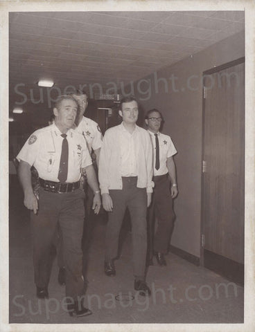 Gerard Schaefer escorted by police 1973 press photo - Supernaught True Crime Collectibles - 1