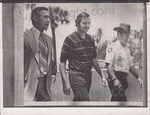 Gerard Schaefer 1973 police escort photo - Supernaught True Crime Collectibles