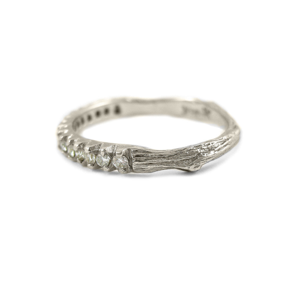 Small Twig ring in 18k white gold with diamonds.