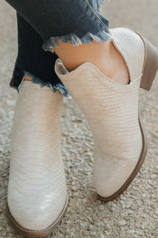 *NEW* Volatile Alline Monochromatic Snake Textured Bootie ~ White