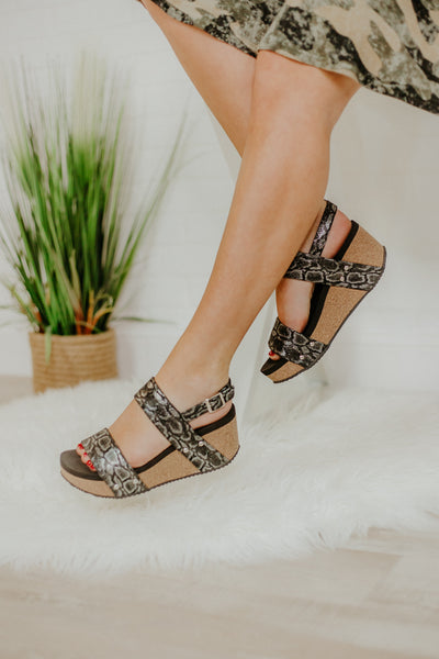 *NEW* Volatile Flirtation Snake Embossed Wedge ~ Black