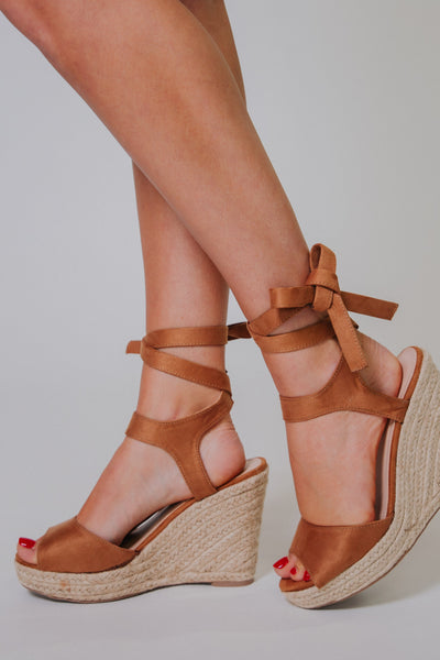 {Last Chance} Elfonso Wedges ~ Tan