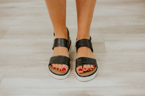 {Last Chance} Not Rated Anatalia Platform Sandals ~ Black