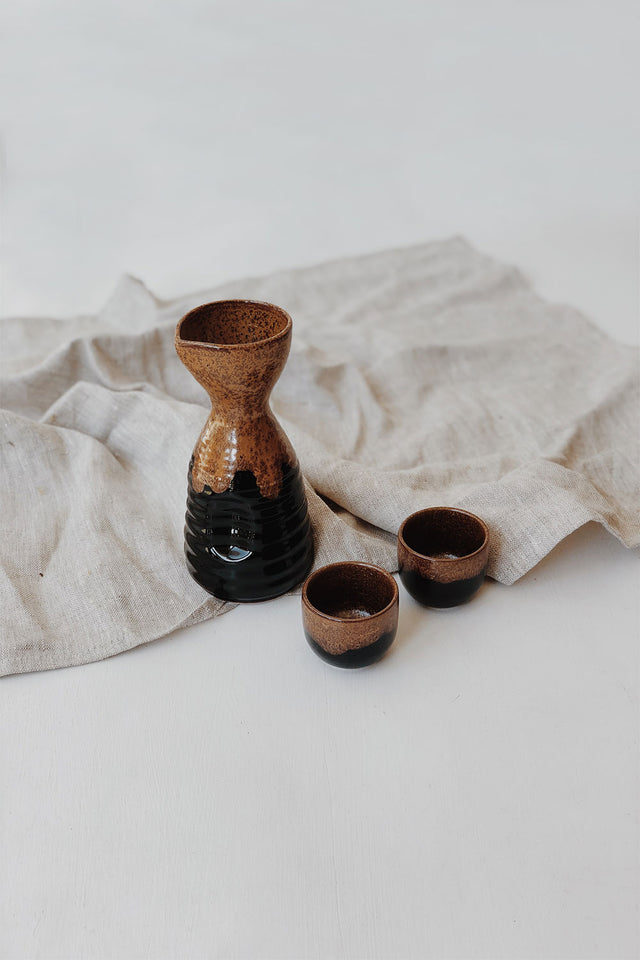 Large Japanese Saké Set - Black/Brown