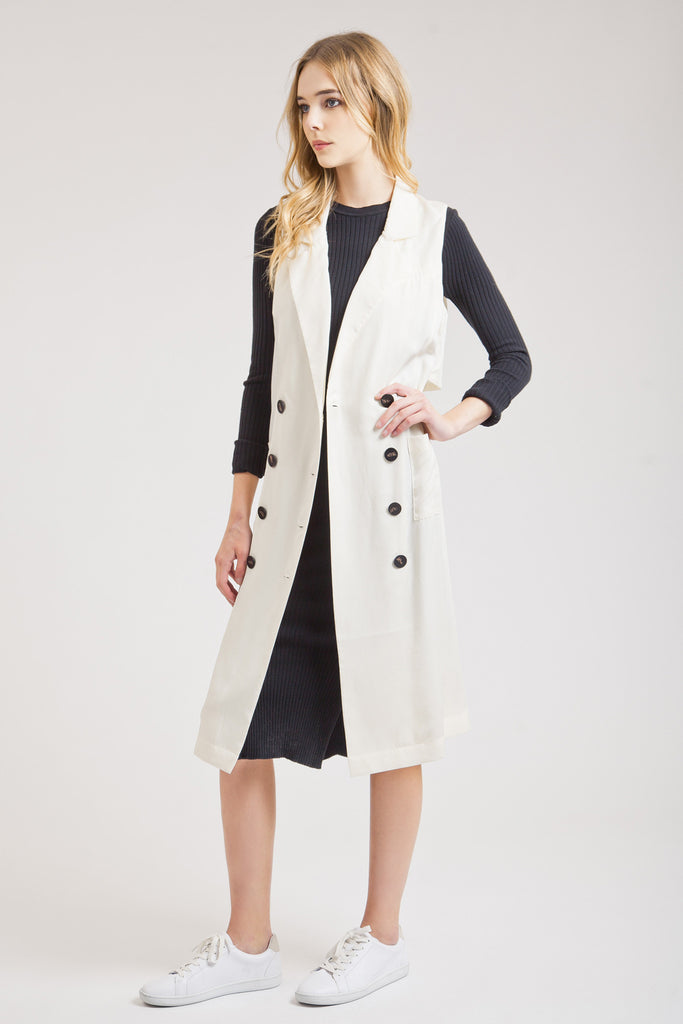 CREAM SLEEVELESS TRENCH