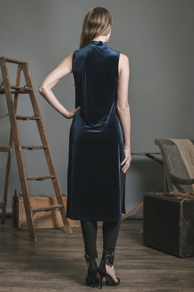 HIGH NECK SLEEVELESS LONG TOP WITH SIDE SLITS