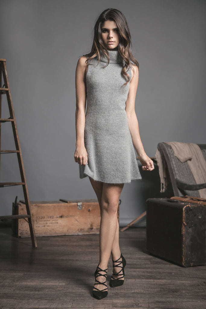 TURTLE NECK SLEEVELESS KNIT DRESS