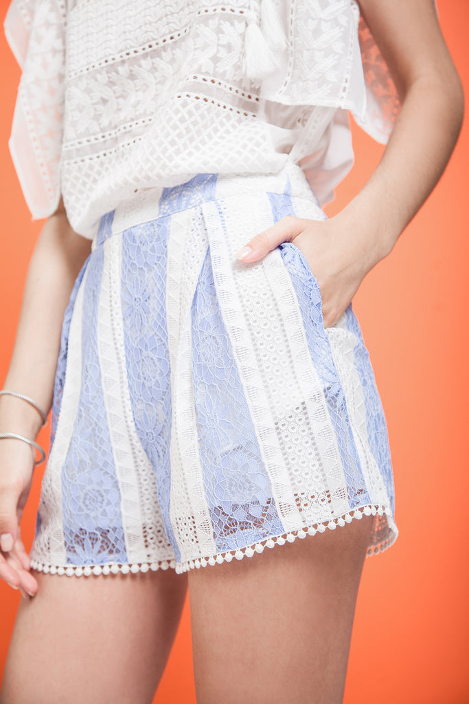STRIPED LACE SHORTS