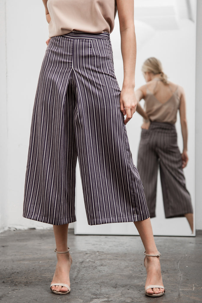 PLEATED CENTER STRIPE WIDE-LEG PANTS