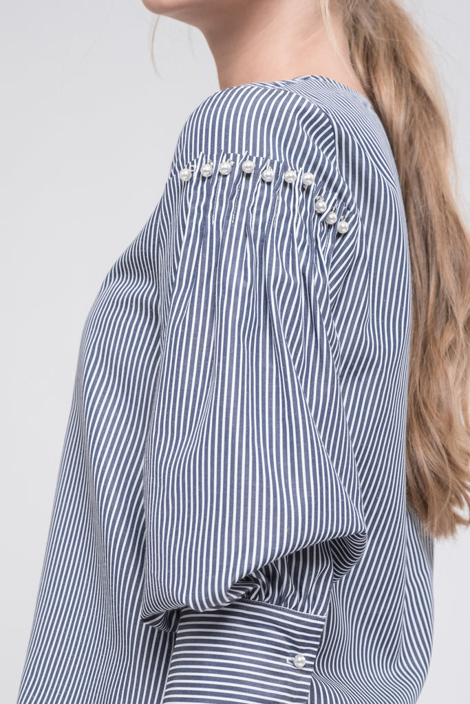 PEAR BUTTONED BLOUSON SLEEVE TOP