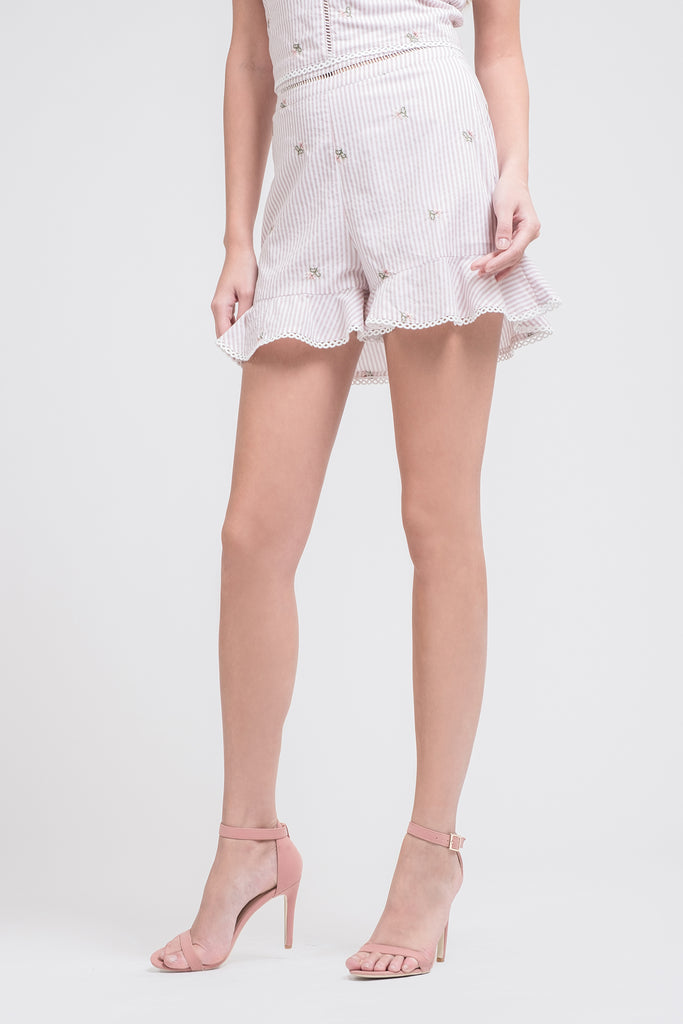 EMBROIDERED STRIPE SHORTS WITH RUFFLED HEM