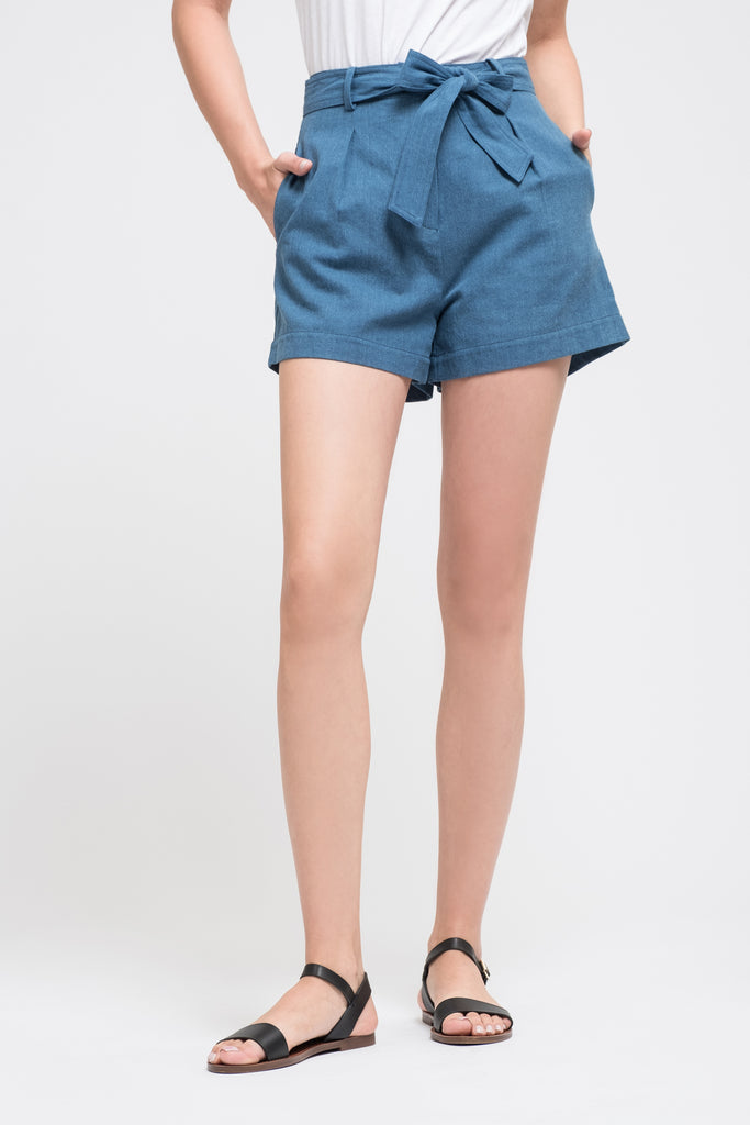 PLEATED SHORTS WITH WAIST TIE