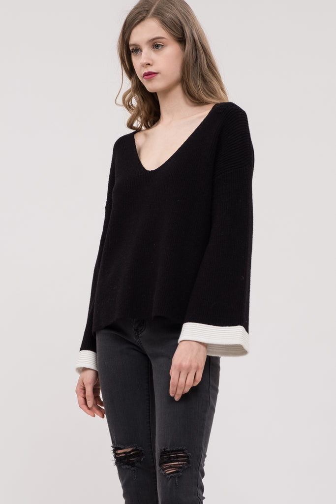 CONTRAST SLEEVE SWEATER