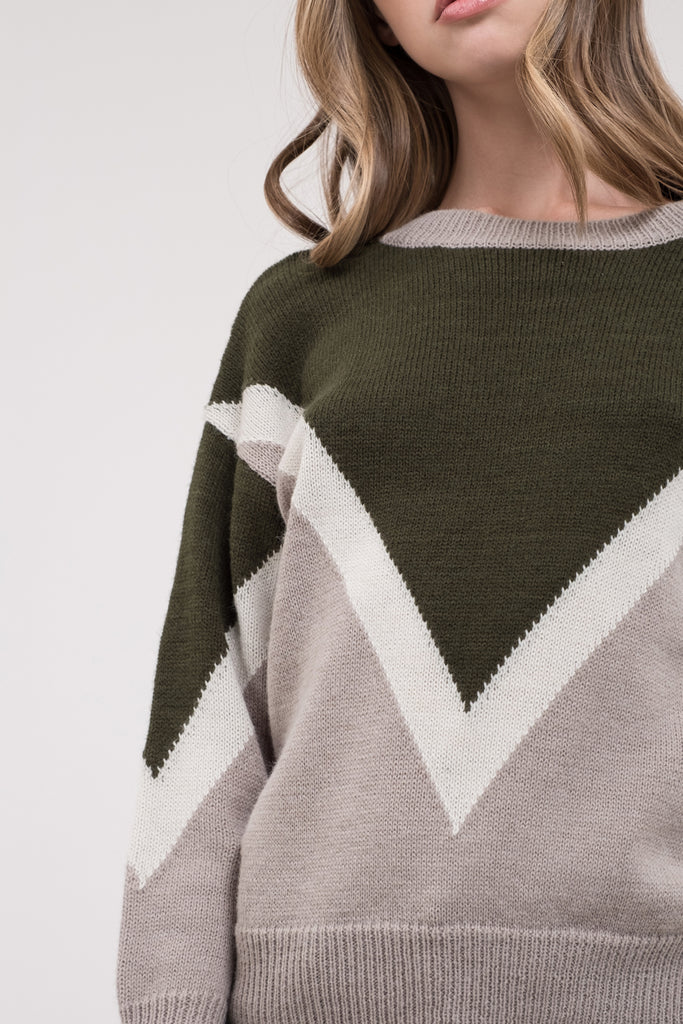 COLORBLOCK CHEVRON PULLOVER