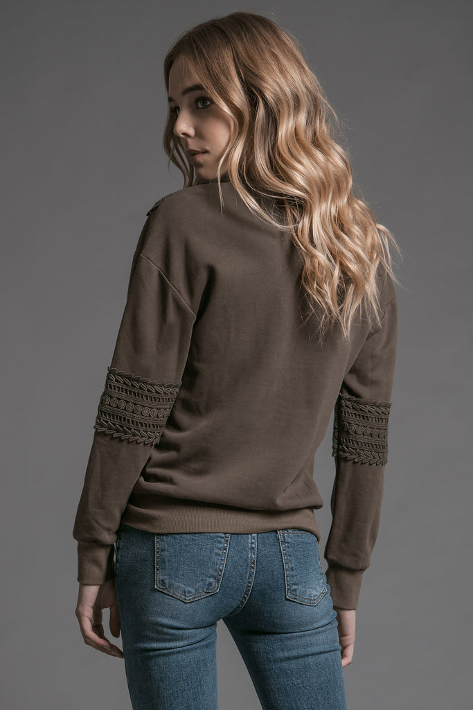 LONG SLEEVE CREW NECK SWEATER WITH APPLIQUE DETAIL