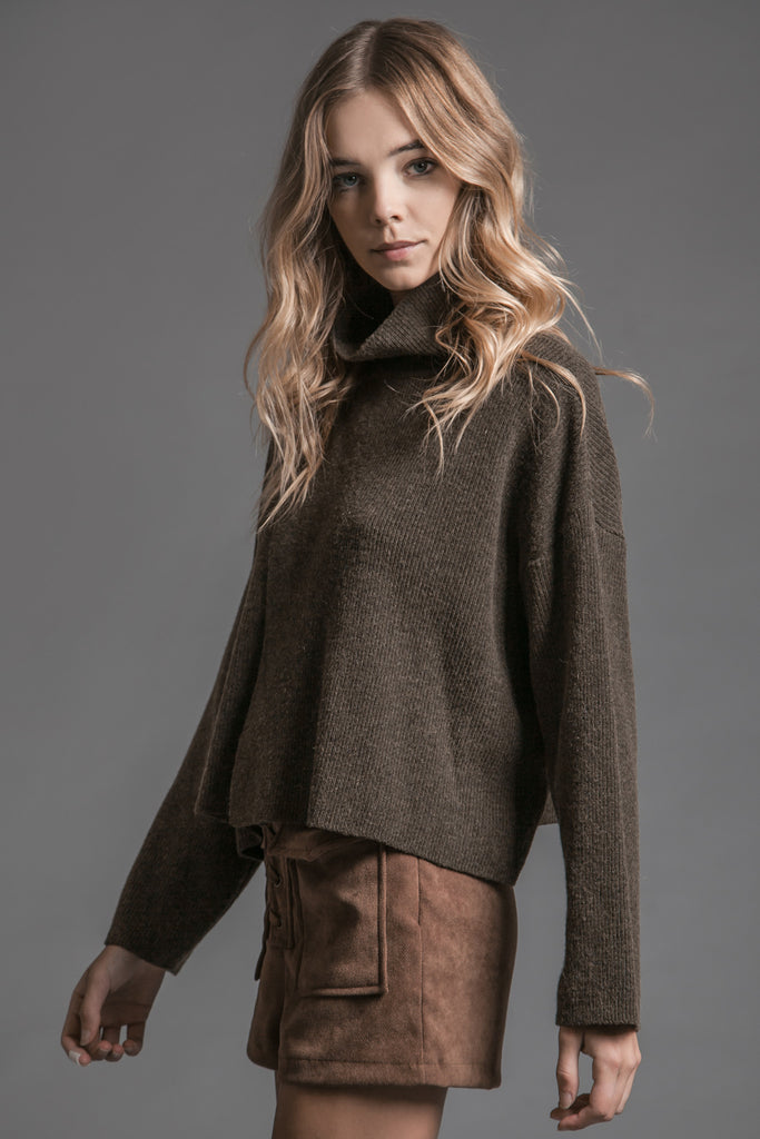 OLIVE FRONT FLAP TURTLE NECK SWEATER