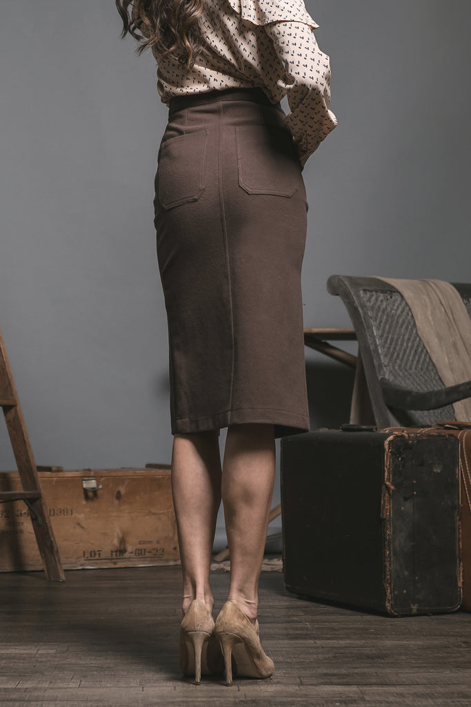 PENCIL SKIRT WITH FRONT VENT AND POCKET DETAILS