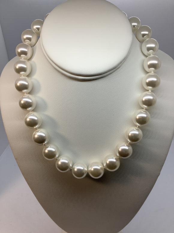 Majestik Sterling Silver Rhodium-plated 16-17mm White Imitation Shell Pearl Necklace