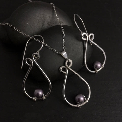 Earring and necklace set- Penumbra series