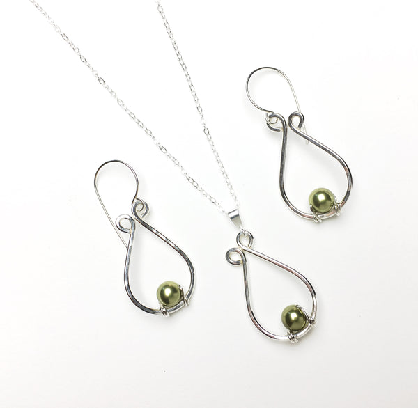 Silver teardrop set with Swarovski pearls