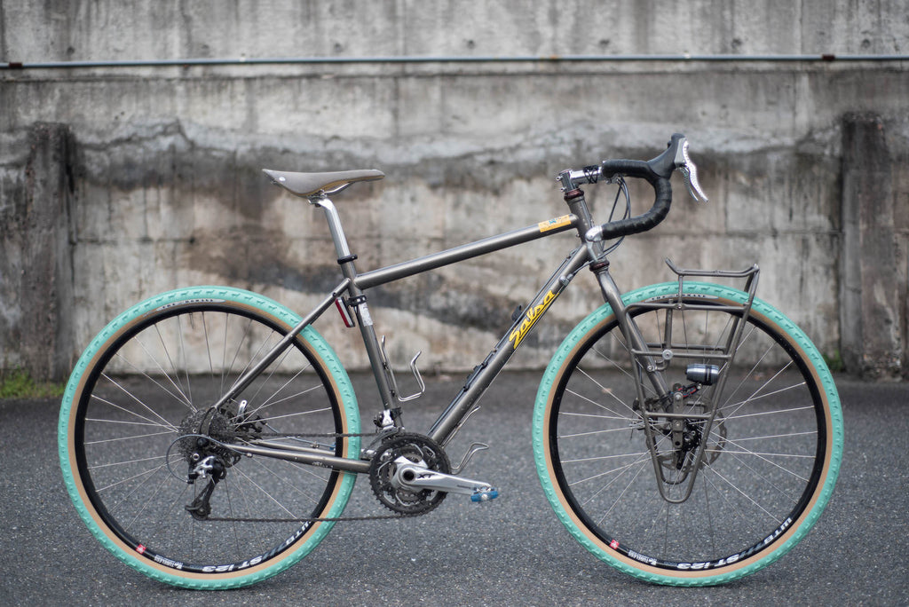 The Homage Tire - Green x Tan 650B - Decal blemish