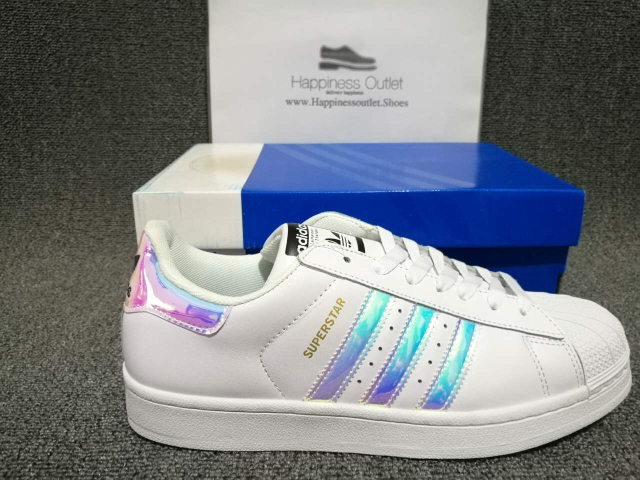 premium selection 6ea77 e58a3 How to Spot Fake Adidas Superstar 80 s