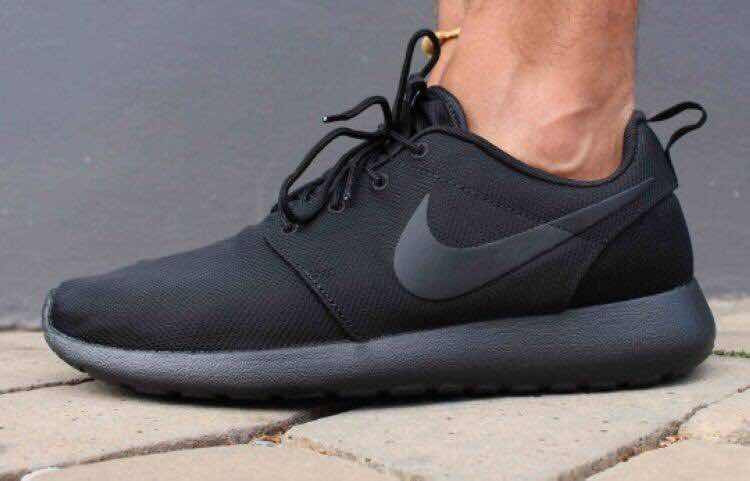 Nike RosheRun All Black
