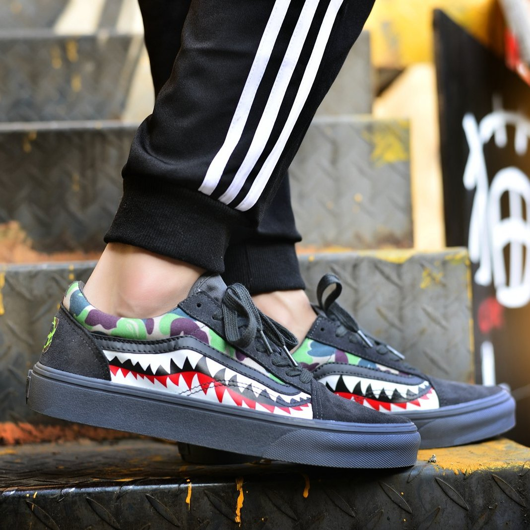 59f103a7bd Vans X Bape Sharktooth Camo Custom 23 € All Black