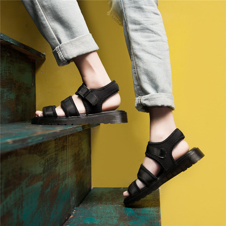 Trends in leisure footwear, must have fashion sandals