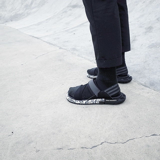 2b6d26102135 A thick shoes base allows you to appear slightly taller by a few  centimeters. For those of you who are very lazy to take off your footwear