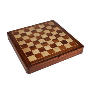 Chess box set with compartments