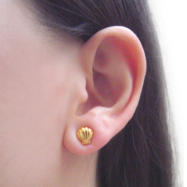 Shell Stud Earrings Gold on Model