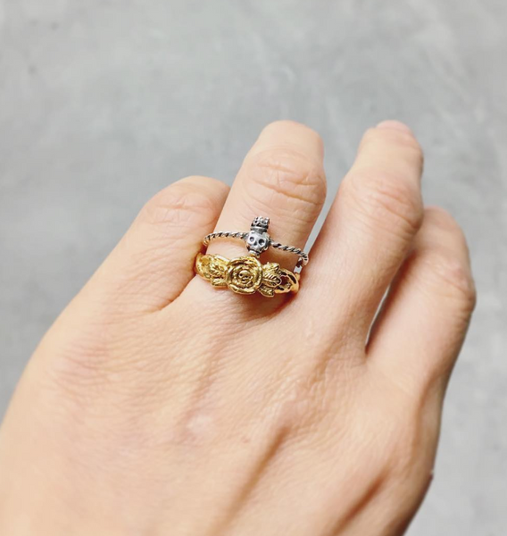 MOMOCREATURA Baby Skull in Rose Ring Gold