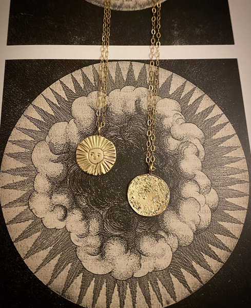 Sun disc necklace 9kt gold