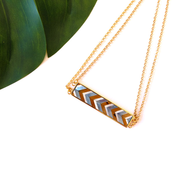 VERA Amica Bar Pendant in Chevron Pattern
