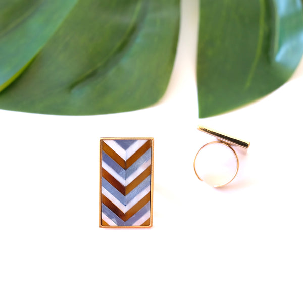 VERA Amica Rectangular Ring in Chevron Pattern