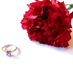 VERA Generosity Ring in Purple Amethyst